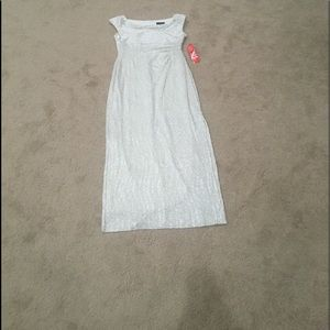 Maxi silver & white crinkled pattern gown crewneck